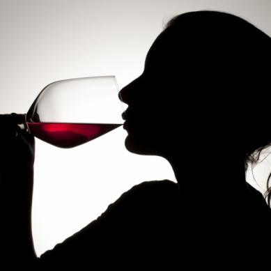 Personer med alkoholproblem får hjälp via videolänk